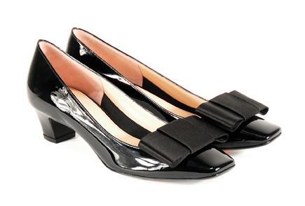 czarne pantofle Venezia z kokardą - wiosna 2011