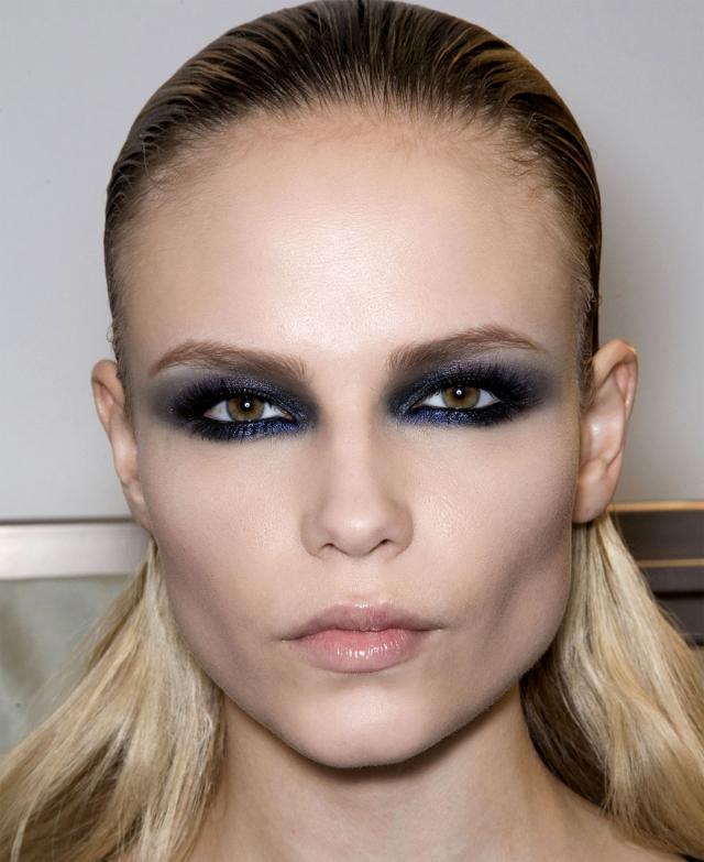 makijaż oczu, trendy, czarny cień