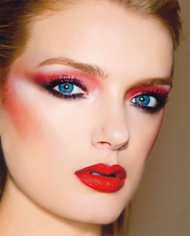 czerwień, trendy, makijaż oczu, makijaź ust