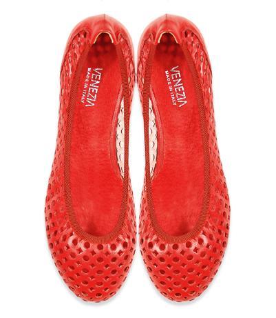 Czerwone obuwie Venezia na wiosnę i lato 2011