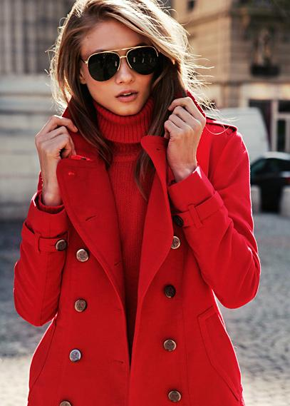 Czerwony płaszcz - jakie dodatki?