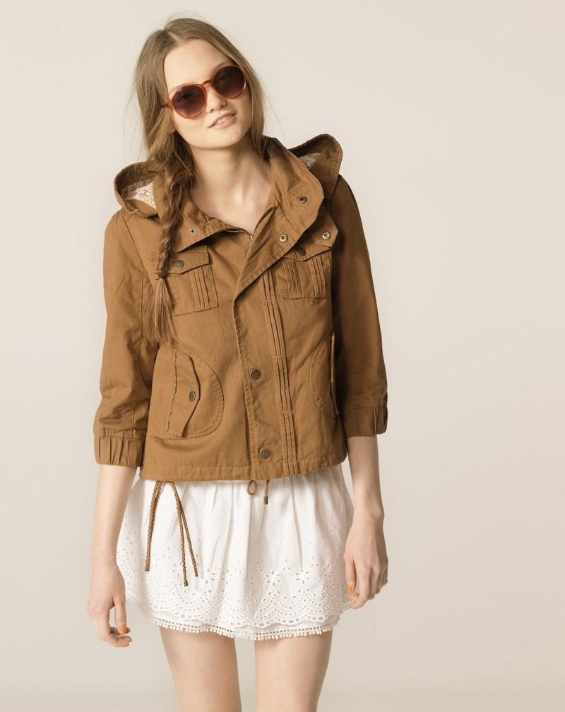 brązowa kurtka Bershka - wiosenna kolekcja