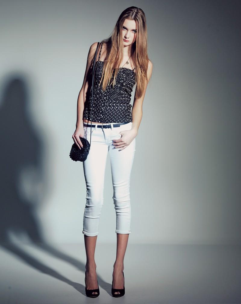 białe spodnie Bershka - wiosna/lato 2011