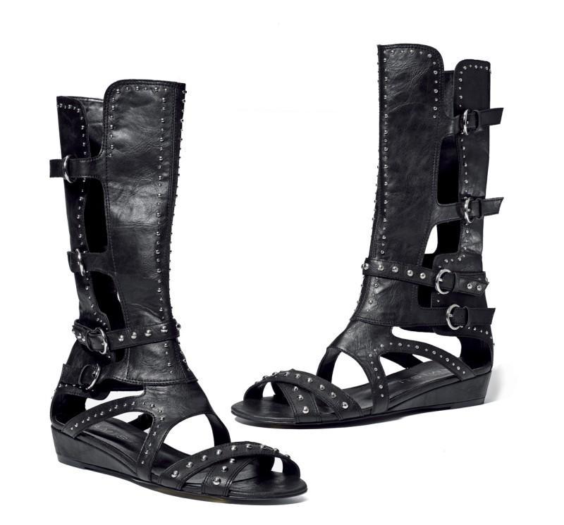 czarne sandały New Yorker - moda 2011