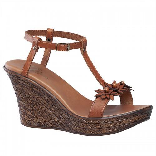 975987cf4c72d sandały Bata ze skóry na koturnie - z kolekcji wiosna-lato 2011 ...