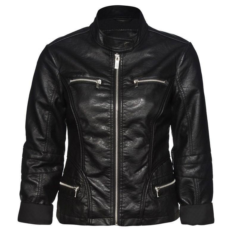czarna kurtka New Yorker skórzana - trendy wiosenne