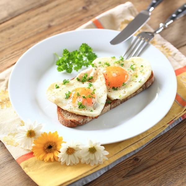 jajka sadzone, serce, miłość, walentynki