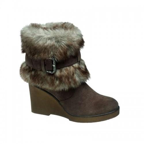 7c14181bc33f4 Deichmann - obuwie na jesień i zimę dla niej. brązowe kozaki Deichmann z  futerkiem ...