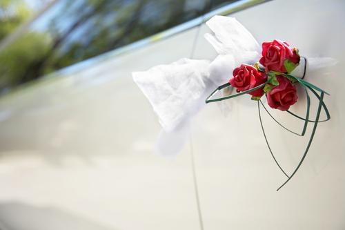 Dekoracje kwiatowe samochodu do ślubu - galeria