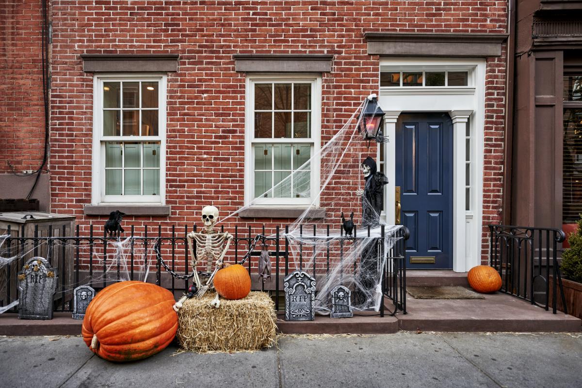 dekoracje przed dom halloweenowe