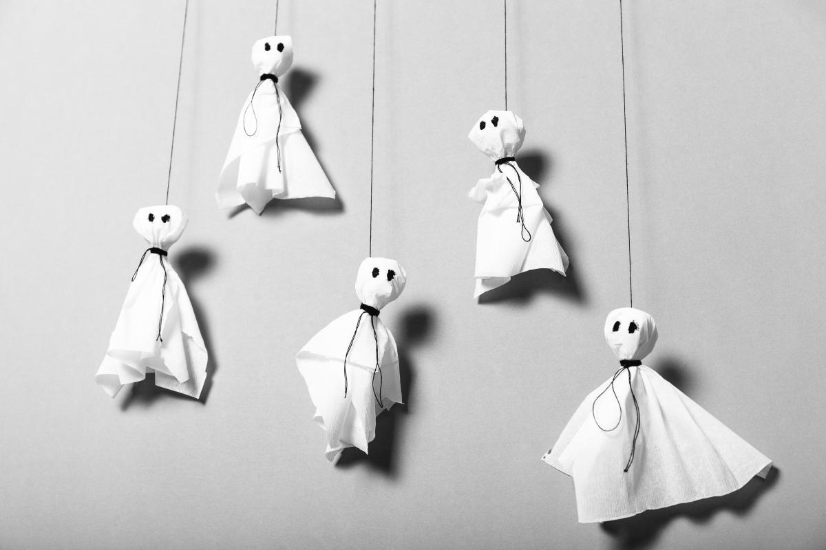 proste dekoracje z papieru na halloween