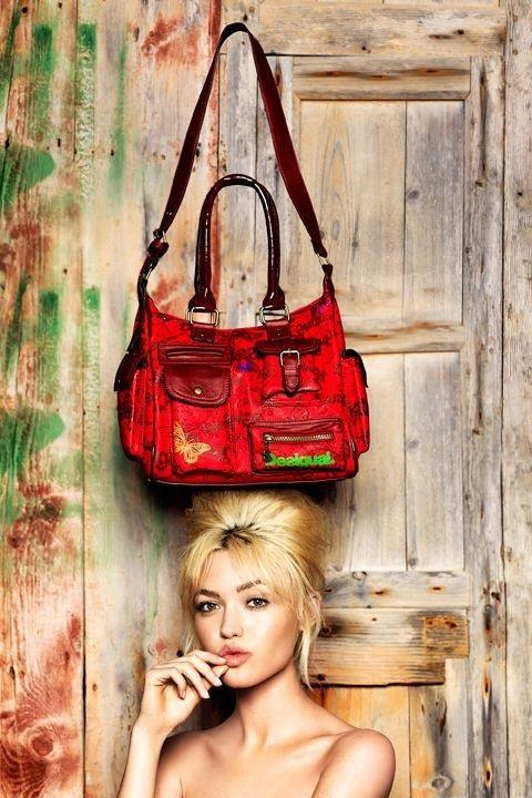 torebka Desigual w kolorze czerwonym - modne dodatki