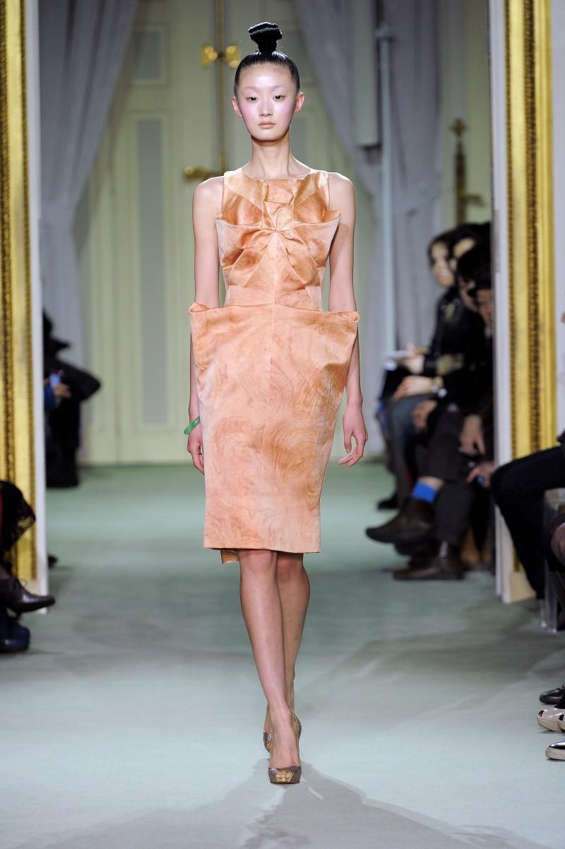ecru sukienka wieczorowa Didit Hediprasetyo - wiosna/lato 2011