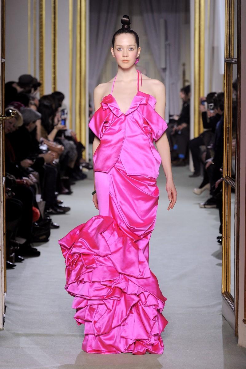 różowa sukienka wieczorowa Didit Hediprasetyo - wiosna/lato 2011