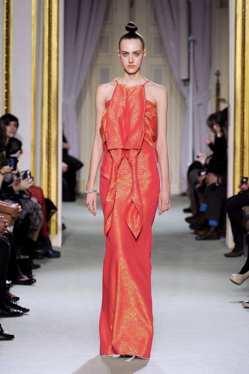 czerwona sukienka wieczorowa Didit Hediprasetyo - wiosna/lato 2011