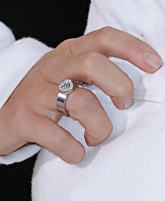 Pierścionek zaręczynowy, Doda
