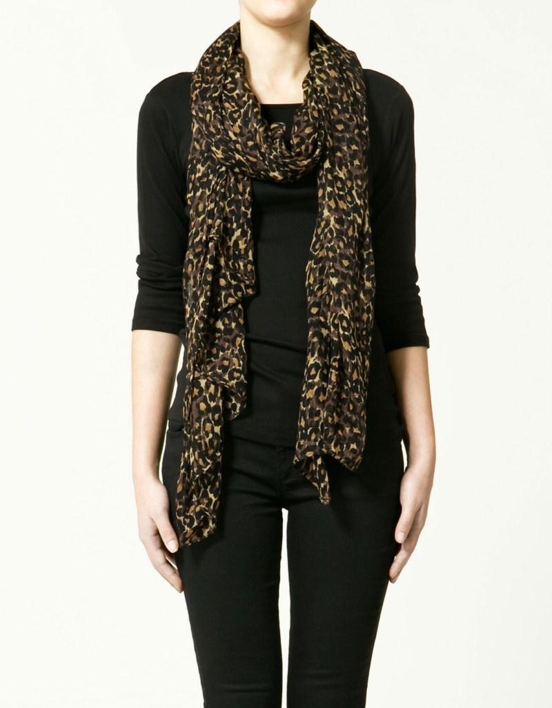 brązowy szalik ZARA w panterkę - wiosenna kolekcja