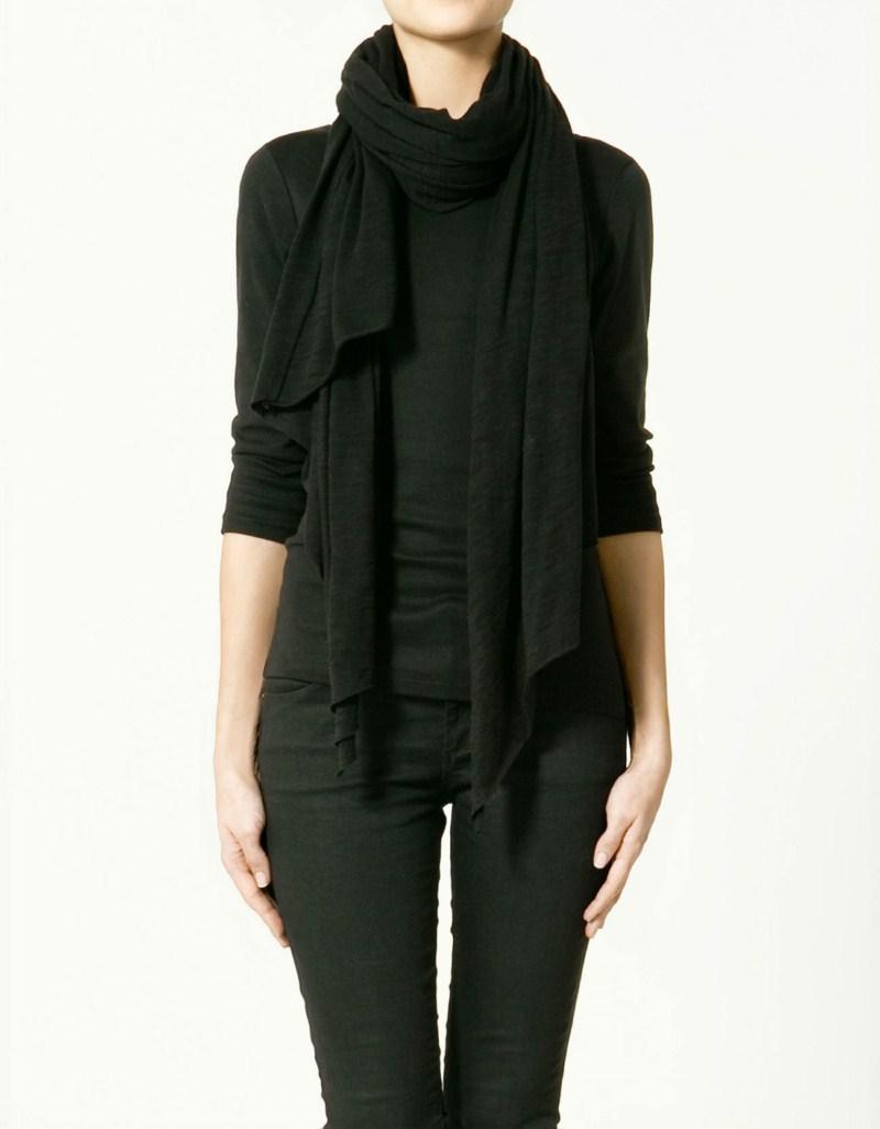 czarny szalik ZARA - moda 2011