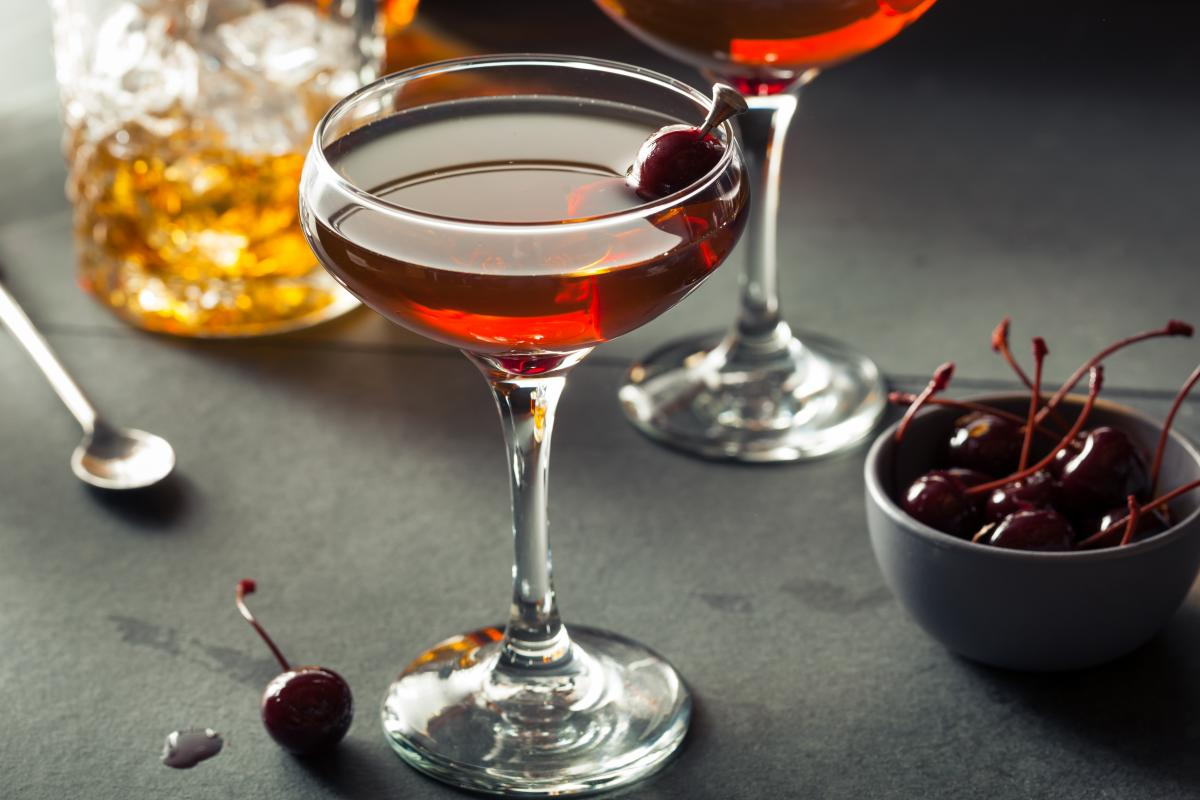 drink martini Manhattan