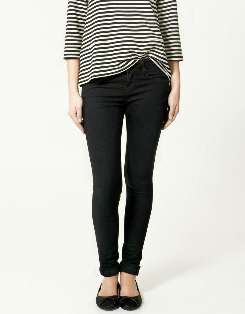 czarne dżinsy ZARA rurki - moda 2011