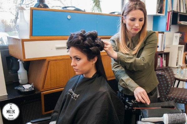 Eleganckie upięcie z długich włosów - krok po kroku
