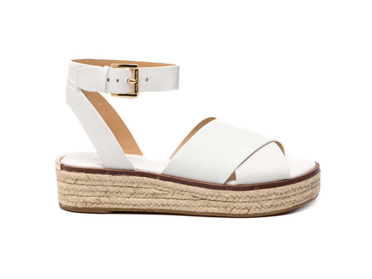 białe espadryle sandały na platformie