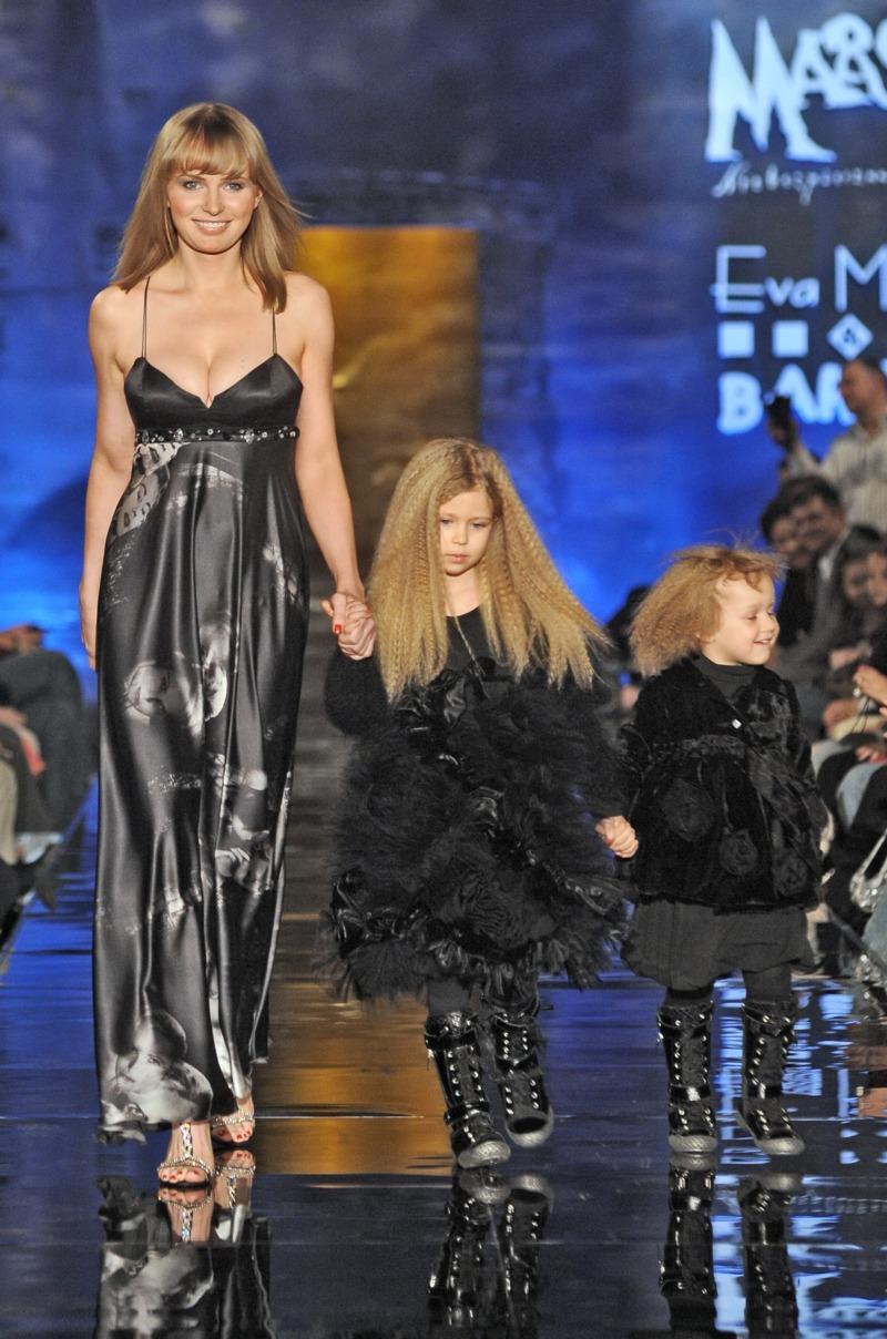 Eva Minge dla dzieci - charytatywny pokaz linii Young i kolekcji wieczorowej - Zdjęcie 1
