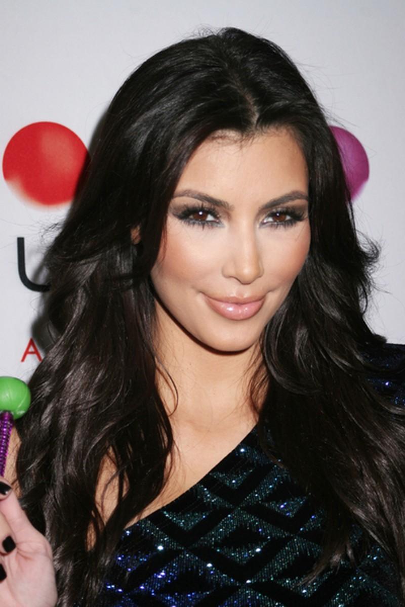 Fryzura Ciemna Długie Fale Kim Kardashian Fryzury Gwiazd