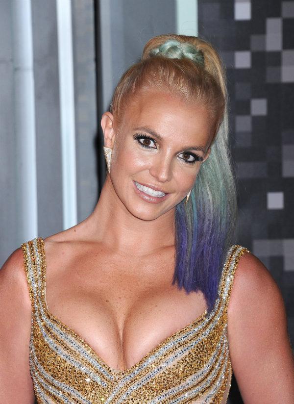 Fryzury gwiazd podczas MTV Music Awards
