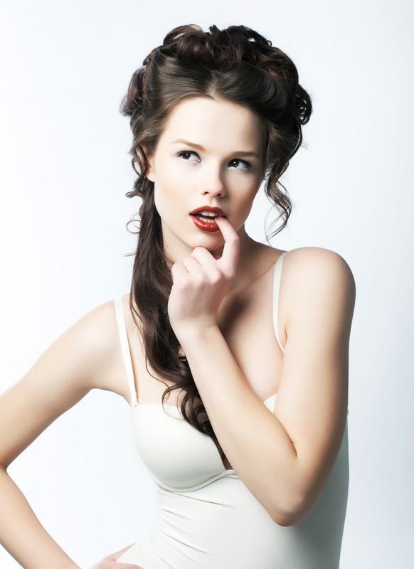 Fryzury i upięcia ślubne