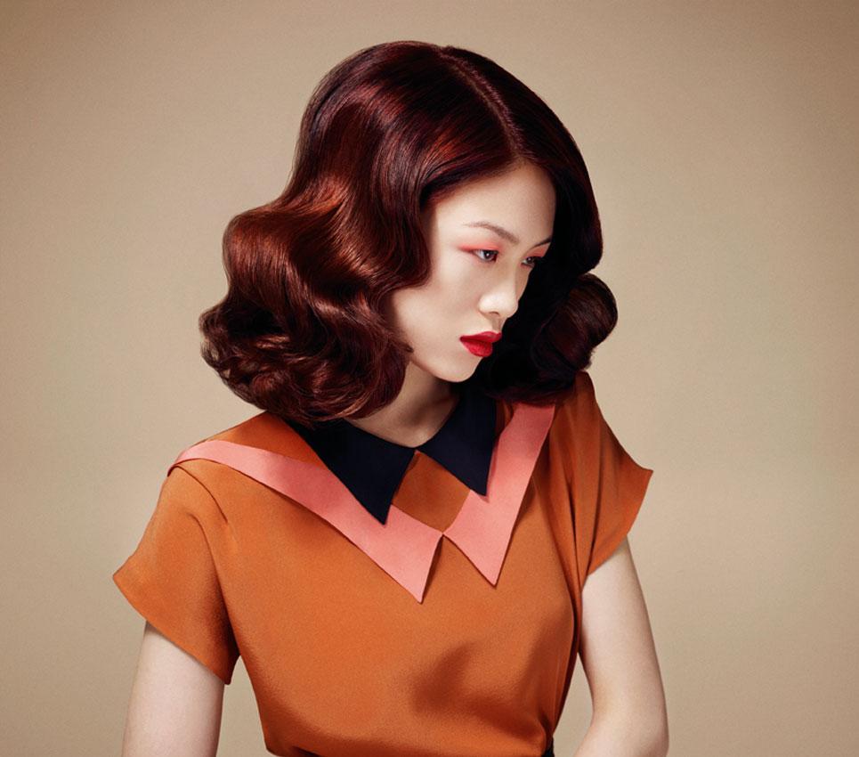 Fryzury lat 40. w mocnym kolorze
