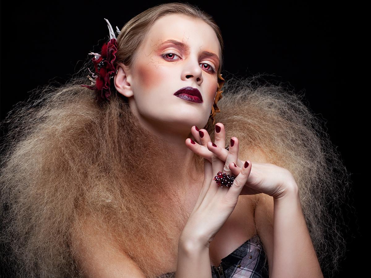 natapirowane włosy na Halloween
