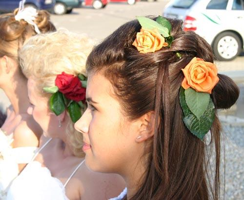 Półupięcie Z Różami Fryzury ślubne Nowości Na Targach