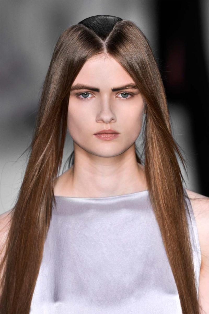 fryzury 2013, fryzury wiosna 2013, proste włosy fryzury