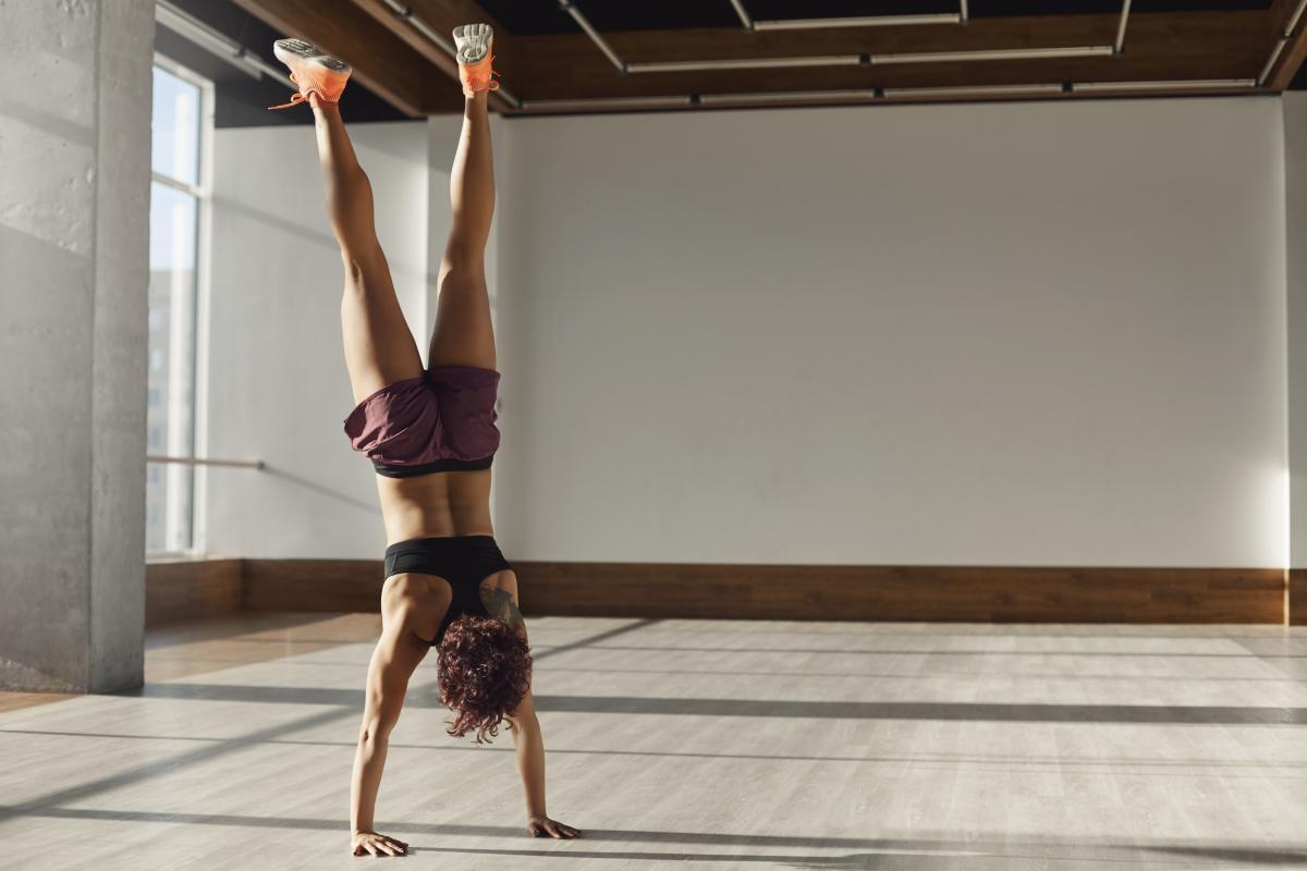 gimnastyka stanie na rękach