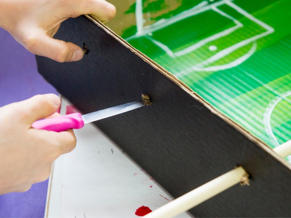 Gra piłkarzyki z kartonu - krok 4