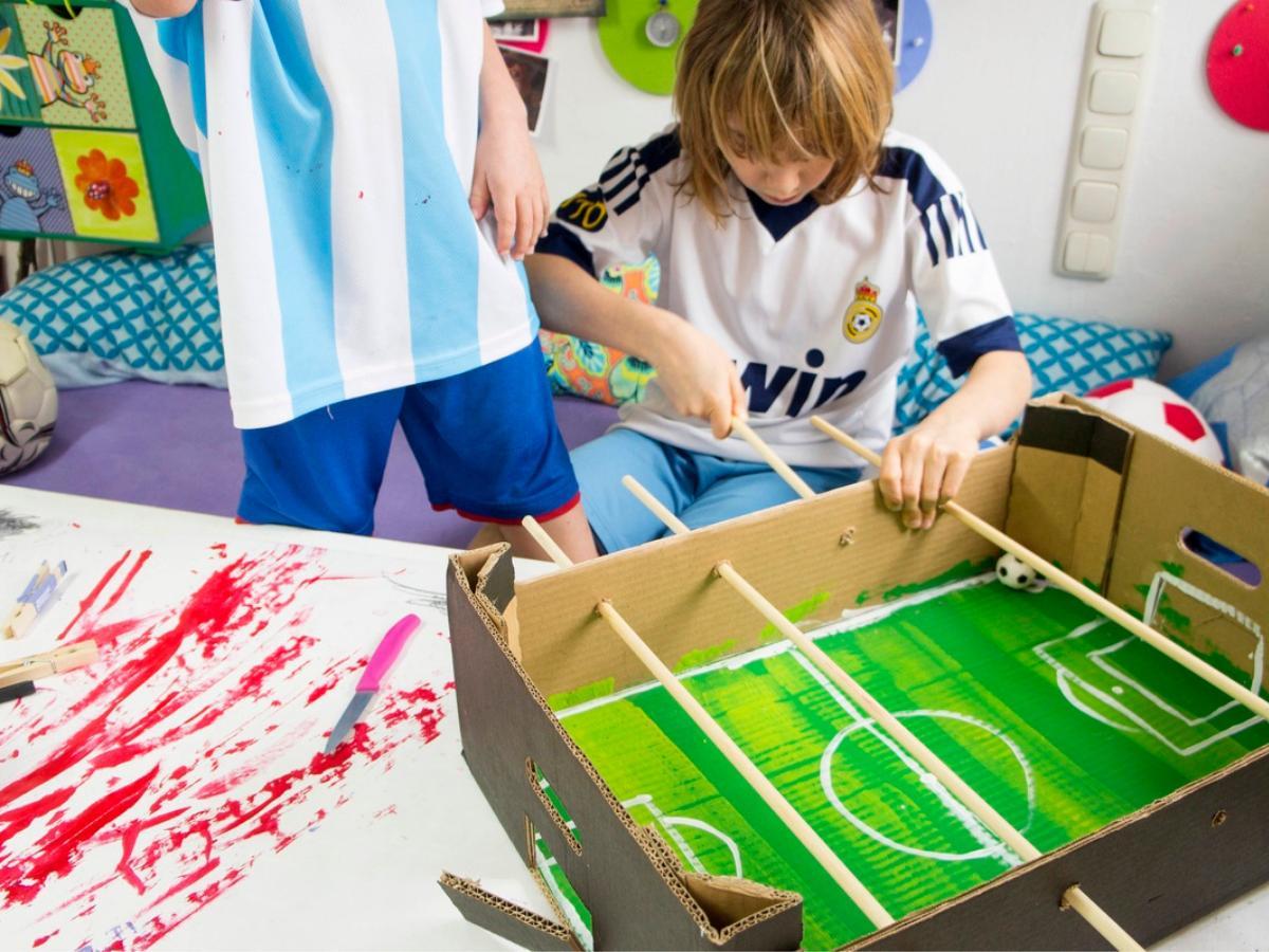 Piłkarzyki z kartonu DIY