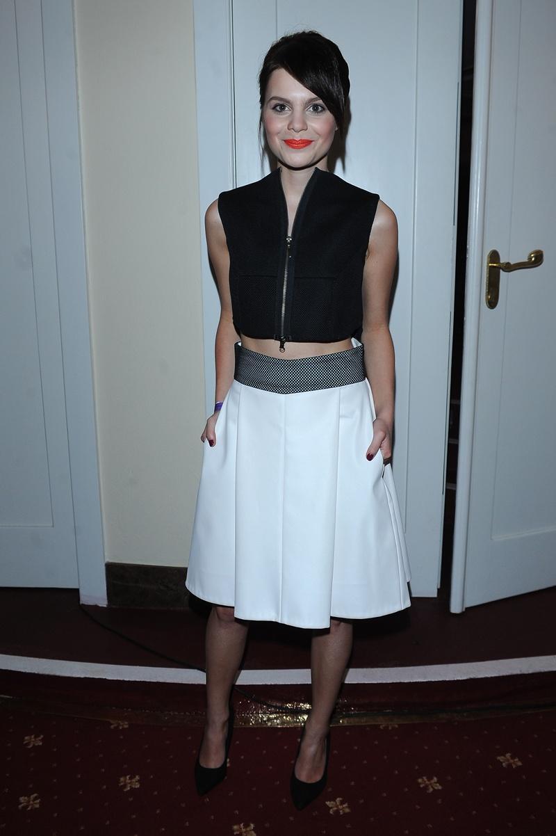 rozkloszowana spódniczka w kolorze białym - Ada Szulc
