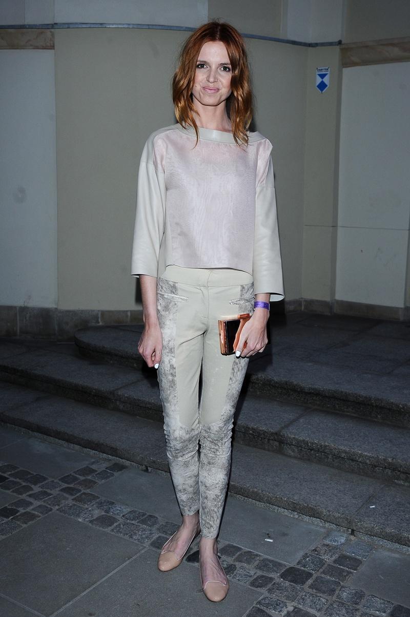 elegancka bluzeczka w kolorze jasnoróżowym - Katarzyna Burzyńska