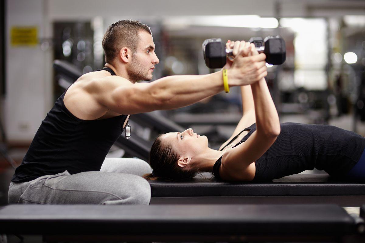 Trening siłowy na odchudzanie - najlepsze propozycje ćwiczeń