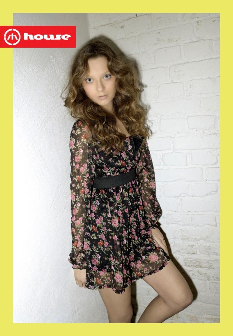 czarna sukienka House w kwiaty - wiosna 2011
