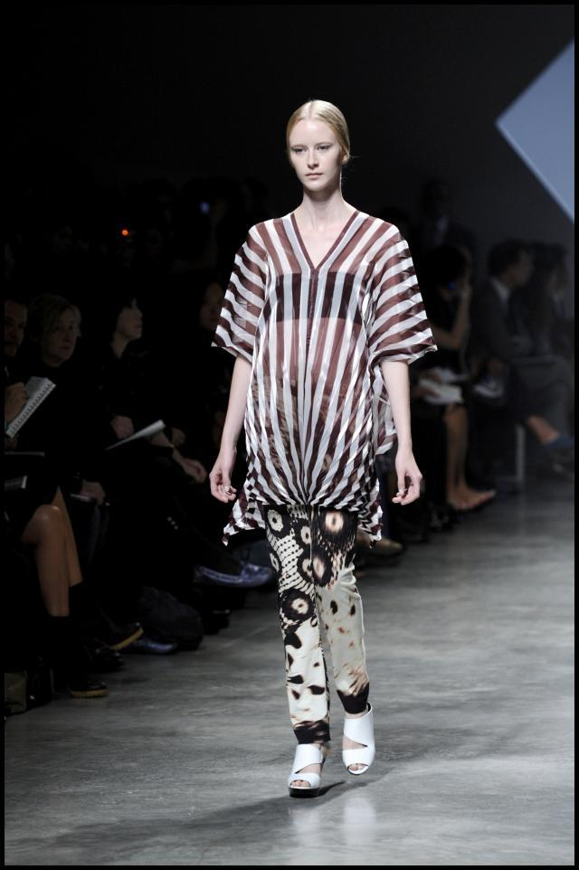 Issey Miyake, kolekcje wiosna/lato 2011, pokaz mody wiosna/lato 2011