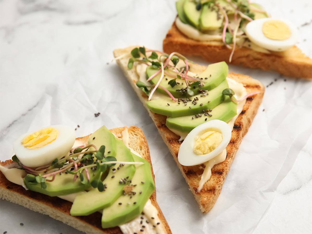przepis na tosty z jajkami przepiórczymi