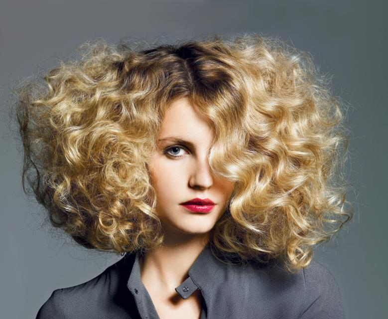 Jak Czesać Kręcone Włosy Fryzury Polkipl