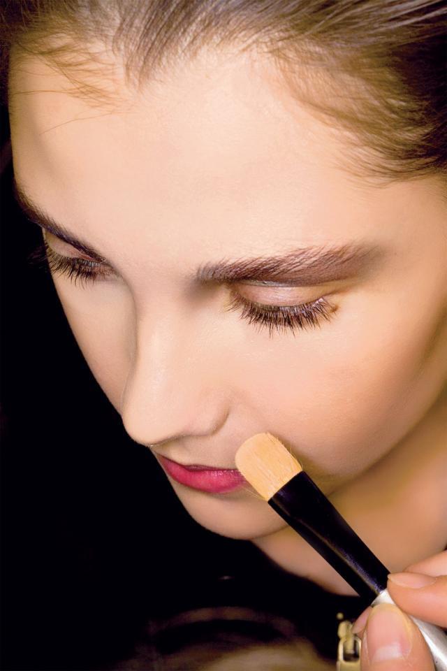 pędzel. podkład, akcesoria do makijażu