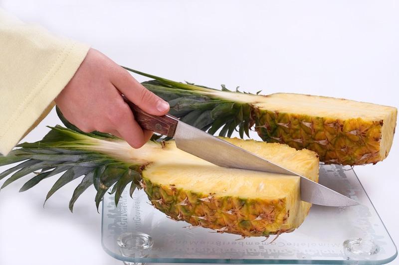 Jak obierać ananasa?
