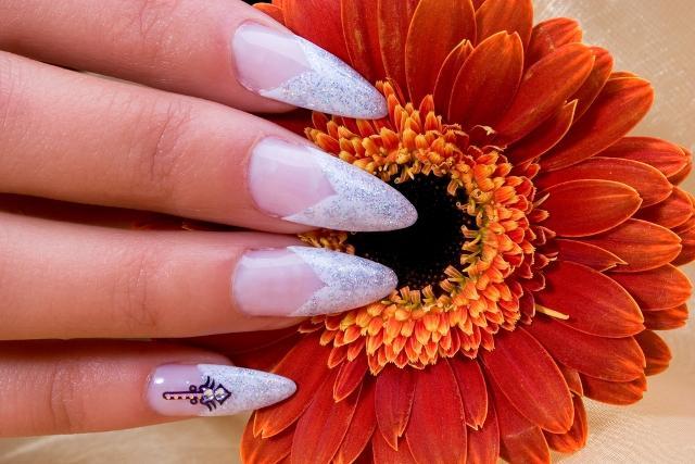Jak ozdobić paznokcie na ślub? - galeria
