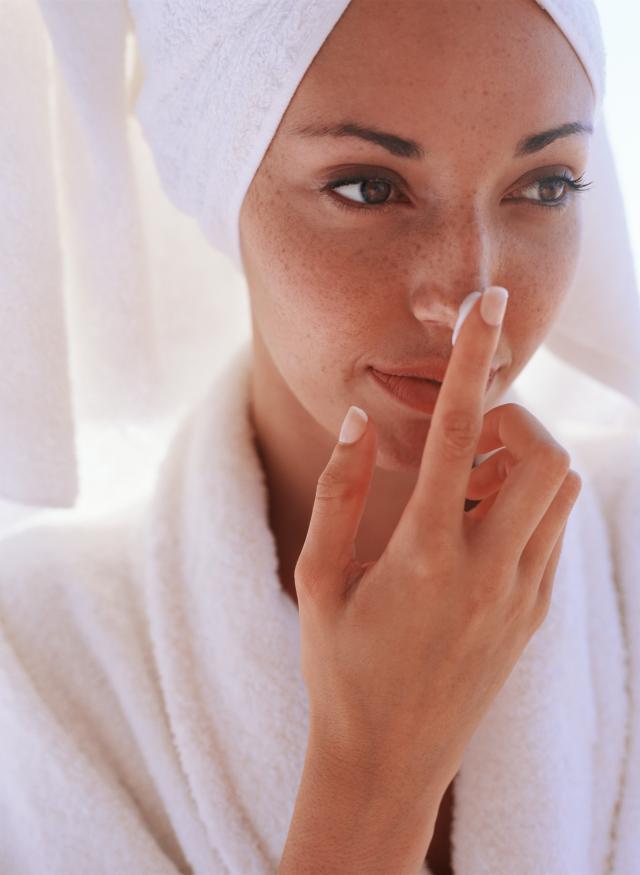 kobieta, twarz, makijaż, krem