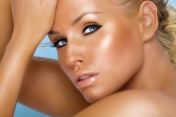 Jak uzyskać efekt pięknej opalenizny - przegląd kosmetyków brązujących