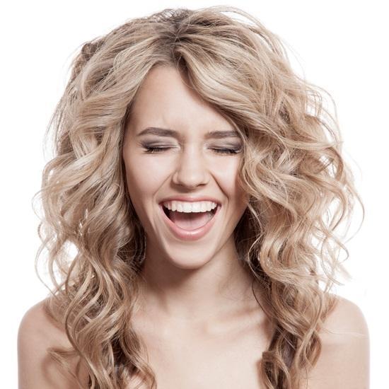 Jak wzmocnić włosy na wiosnę? Pakiet porad!